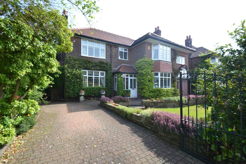 4 Bedrooms Detached House for sale in Beeston Road, Sale