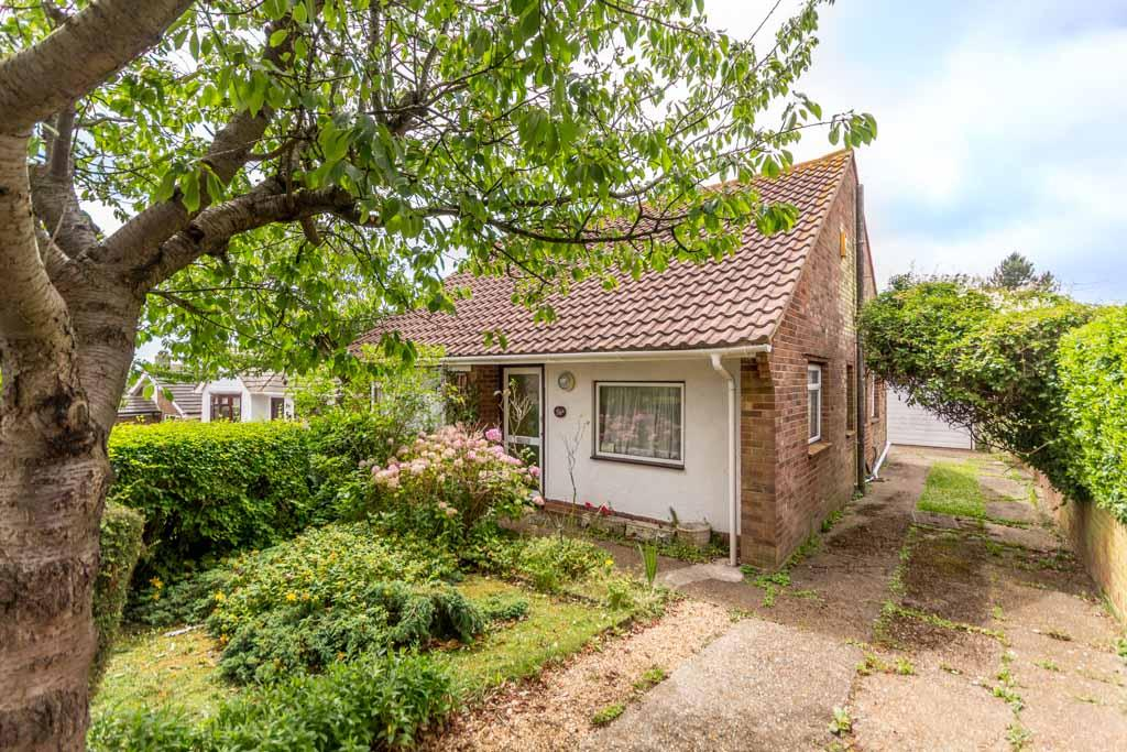 2 Bedrooms Detached Bungalow for sale in The Ridgway, Woodingdean, Brighton BN2