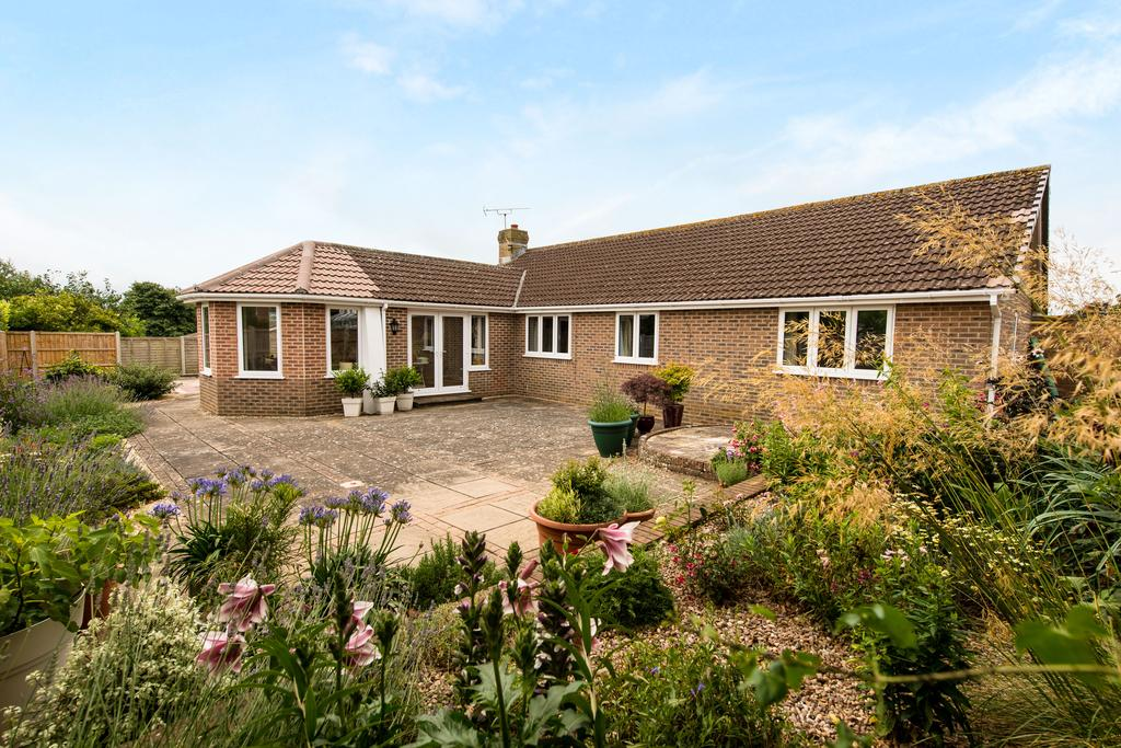 4 Bedrooms Bungalow for sale in Gainsborough Drive, Sherborne