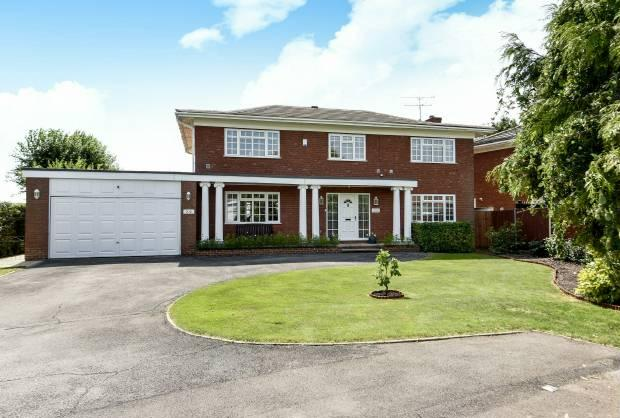 5 Bedrooms Detached House for sale in Montagu Road Datchet