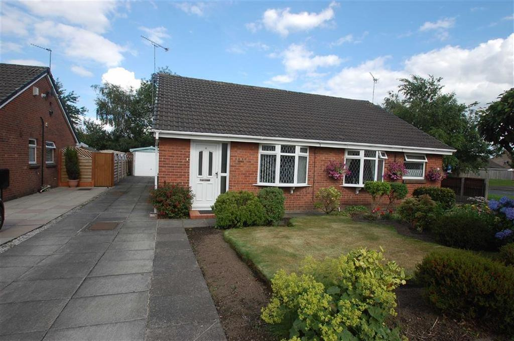 2 Bedrooms Semi Detached Bungalow for sale in Chudleigh Close, Bramhall, Cheshire