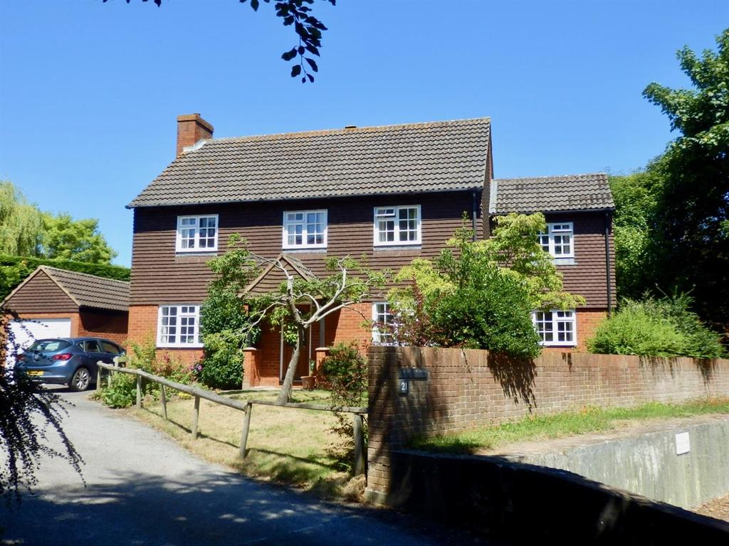 4 Bedrooms Detached House for sale in Haydon Close, Bishops Hull, Taunton