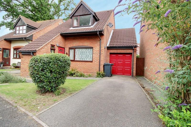 3 Bedrooms Detached House for sale in Rayners Way, Mattishall, Dereham