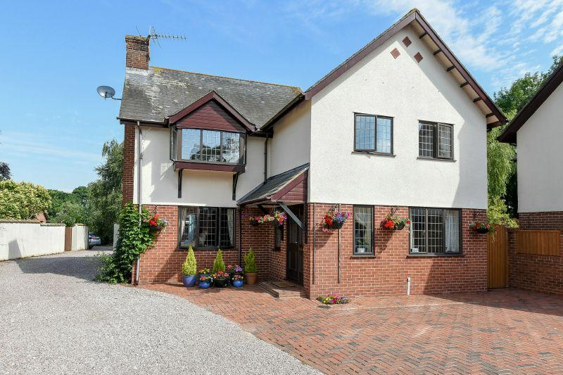 4 Bedrooms Detached House for sale in MARSH GREEN