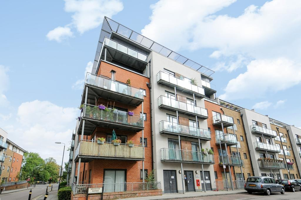 2 Bedrooms Flat for sale in Desvignes Drive Hither Green SE13
