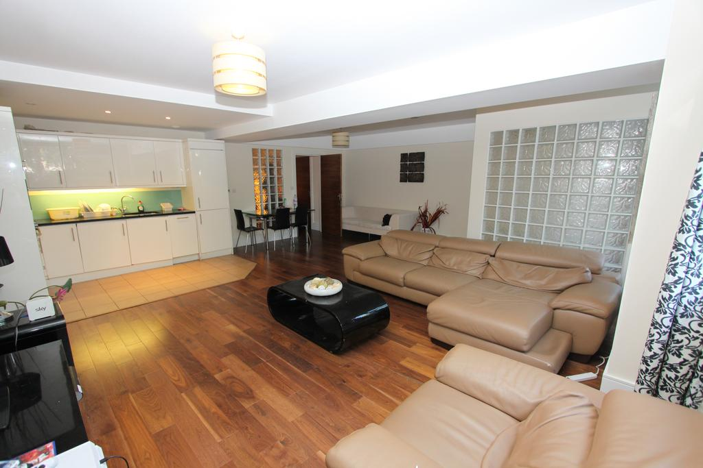 2 Bedrooms Flat for sale in Jubilee Heights, Shoot Up Hill NW2