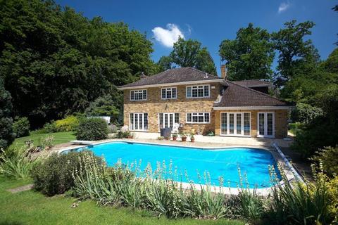 5 bedroom property to rent - Old Avenue, West Byfleet, Surrey, KT14 6AD