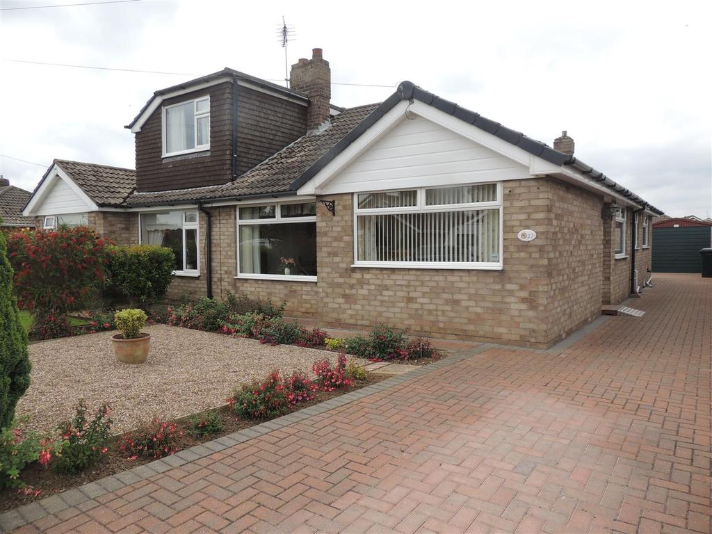 3 Bedrooms Semi Detached Bungalow for sale in Holton Mount, Holton-Le-Clay, Grimsby