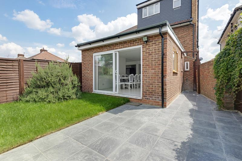4 Bedrooms House for sale in Pennine Drive, London