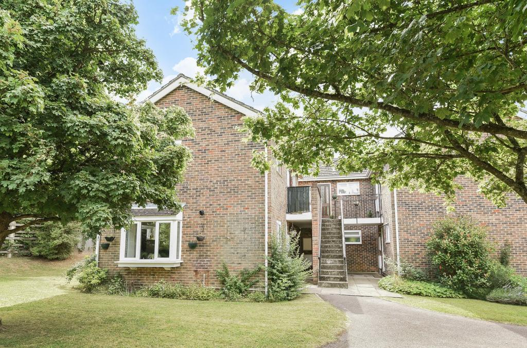 1 Bedroom Flat for sale in Upper Heyshott, Petersfield, GU31