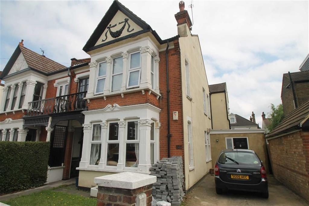 2 Bedrooms Apartment Flat for sale in Elderton Road, Westcliff On Sea, Essex