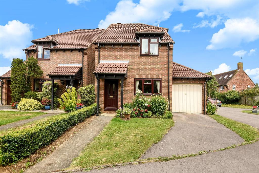 3 Bedrooms Detached House for sale in Oaks Close, Westergate