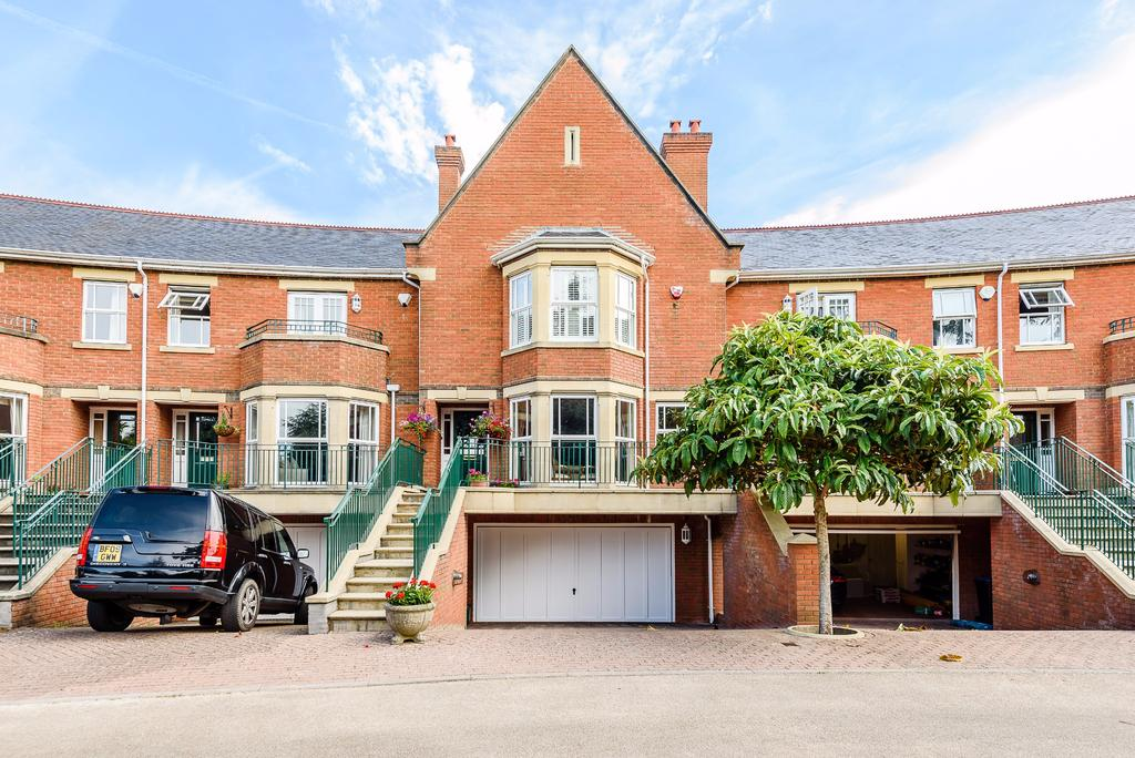 5 Bedrooms Terraced House for sale in St Anns Park, Virginia Water