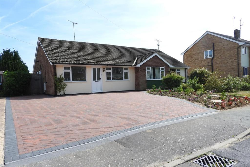 2 Bedrooms Semi Detached Bungalow for sale in Baker Avenue, Hatfield Peverel, Chelmsford