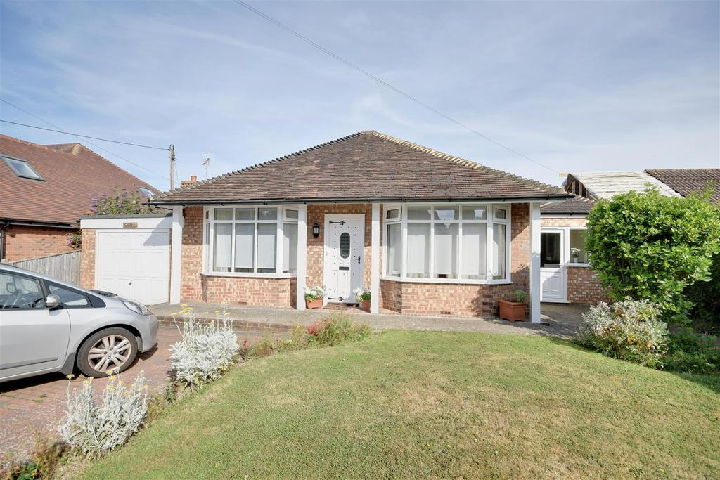 3 Bedrooms Bungalow for sale in Station Road, Northiam
