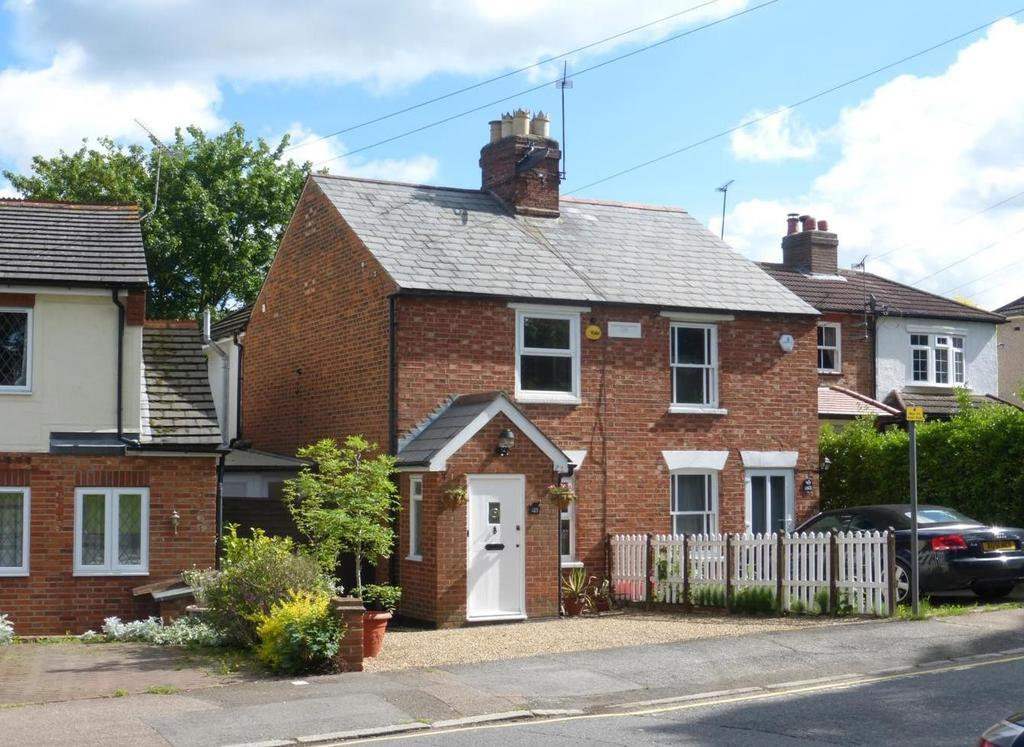2 Bedrooms Cottage House for sale in Crescent Road, Brentwood, Essex, CM14
