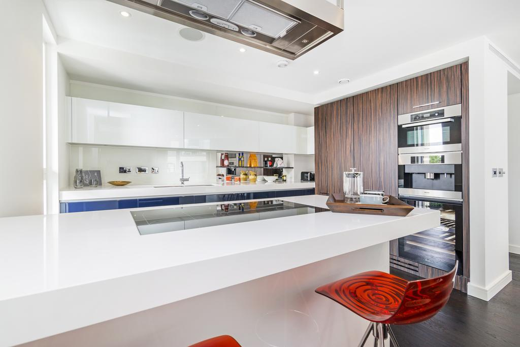 3 Bedrooms Flat for sale in Grosvenor Waterside, SW1W