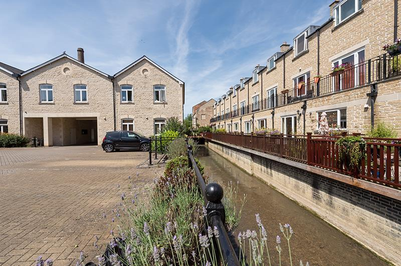 2 Bedrooms Block Of Apartments Flat for rent in Woodford Mill, Witney