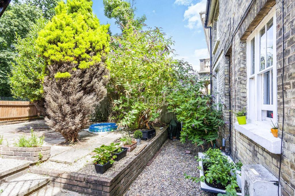 2 Bedrooms Flat for sale in Ross Road, Upper Norwood, SE25