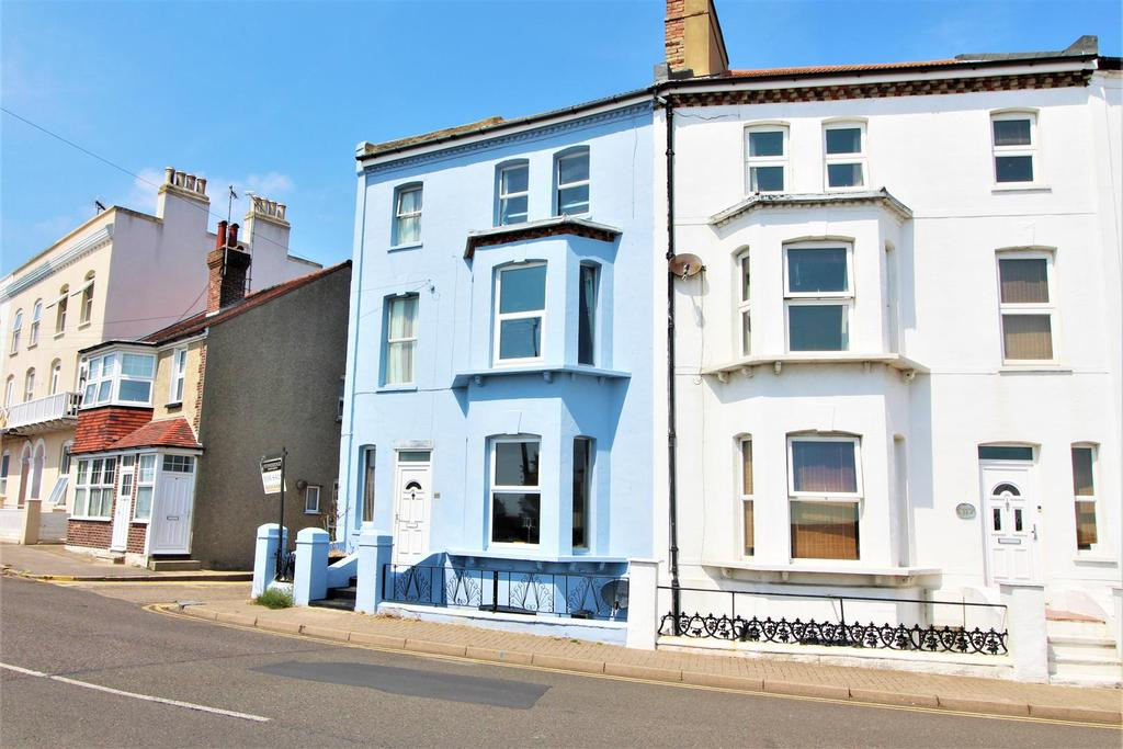 6 Bedrooms Town House for sale in The Parade, Walton On The Naze