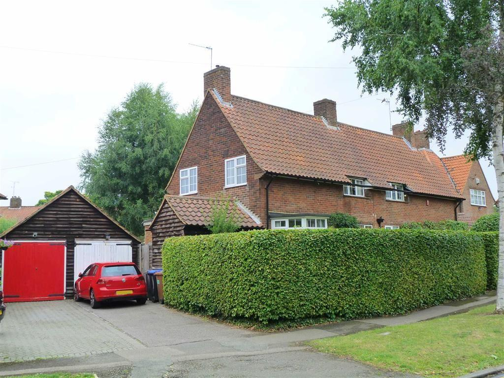 3 Bedrooms Semi Detached House for sale in Blakemere Road, West Side, Welwyn Garden City