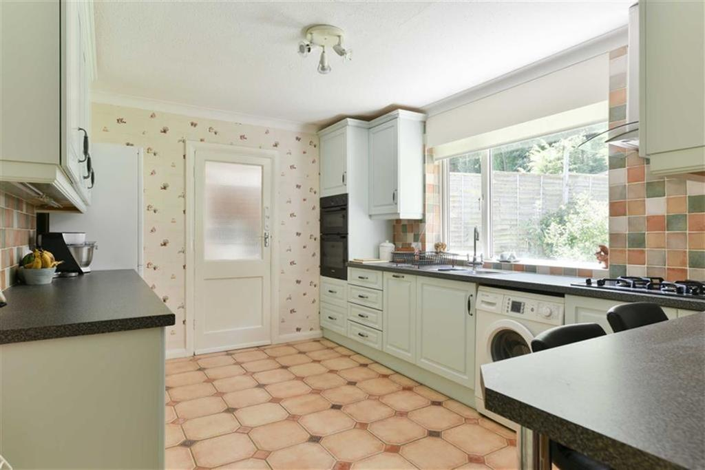 4 Bedrooms Semi Detached House for sale in Ashurst Road, Tadworth, Surrey