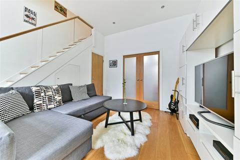 2 bedroom flat to rent - Almeric Road, Clapham Junction, London, SW11