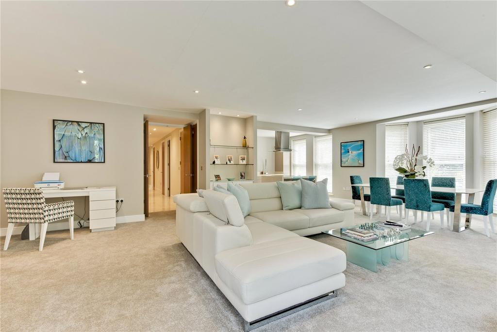 2 Bedrooms Flat for sale in Cheltonian Place, Portsmouth Road, Esher, Surrey, KT10