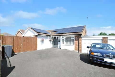 3 bedroom detached bungalow for sale - Raymond Close, West End, Southampton, Hampshire, SO30 2HF