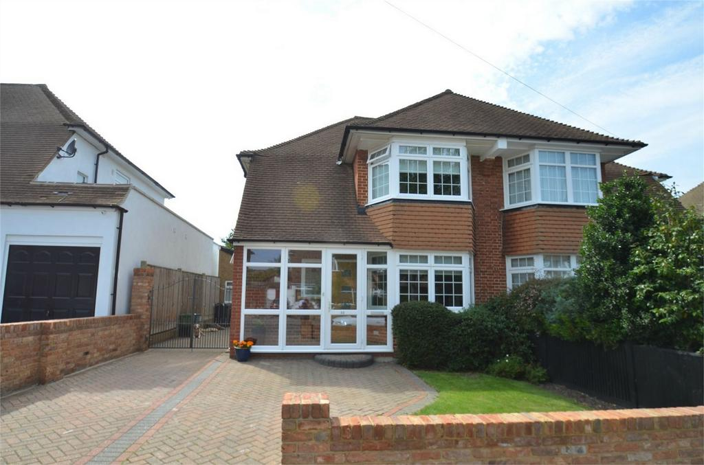 3 Bedrooms Semi Detached House for sale in Annesley Drive, Shirley, Croydon, Surrey