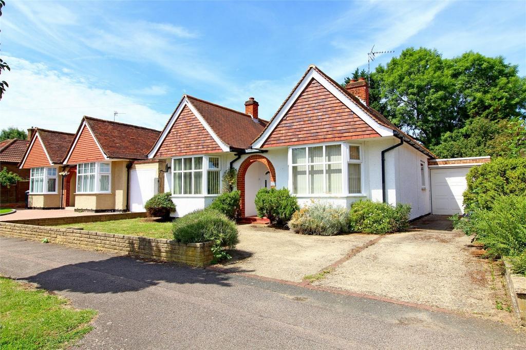 4 Bedrooms Detached Bungalow for sale in Redhoods Way West, Letchworth Garden City, Hertfordshire