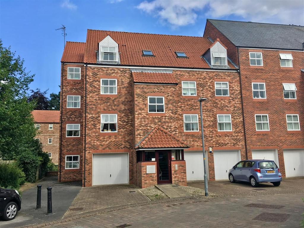 2 Bedrooms Flat for sale in Nursery Gardens, Thirsk
