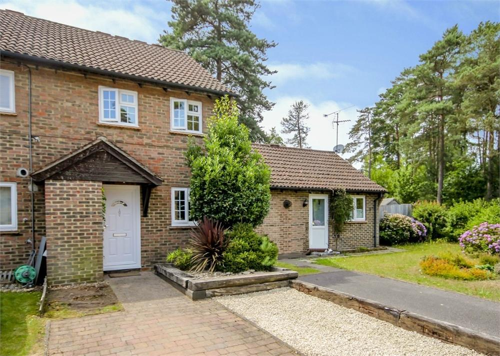 2 Bedrooms Terraced House for sale in Coombe Pine, Bracknell, Berkshire