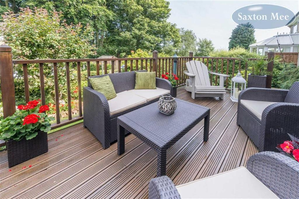 4 Bedrooms Detached House for sale in Pennine View, Stocksbridge, Sheffield, S36