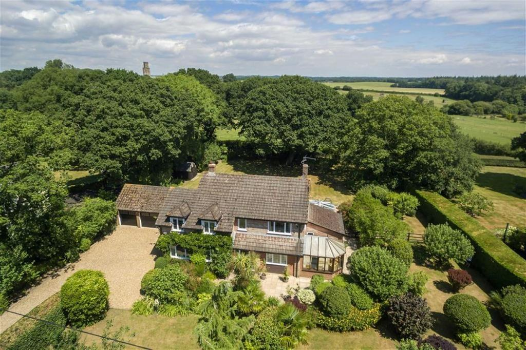 4 Bedrooms Detached House for sale in Holtwood, Wimborne, Dorset