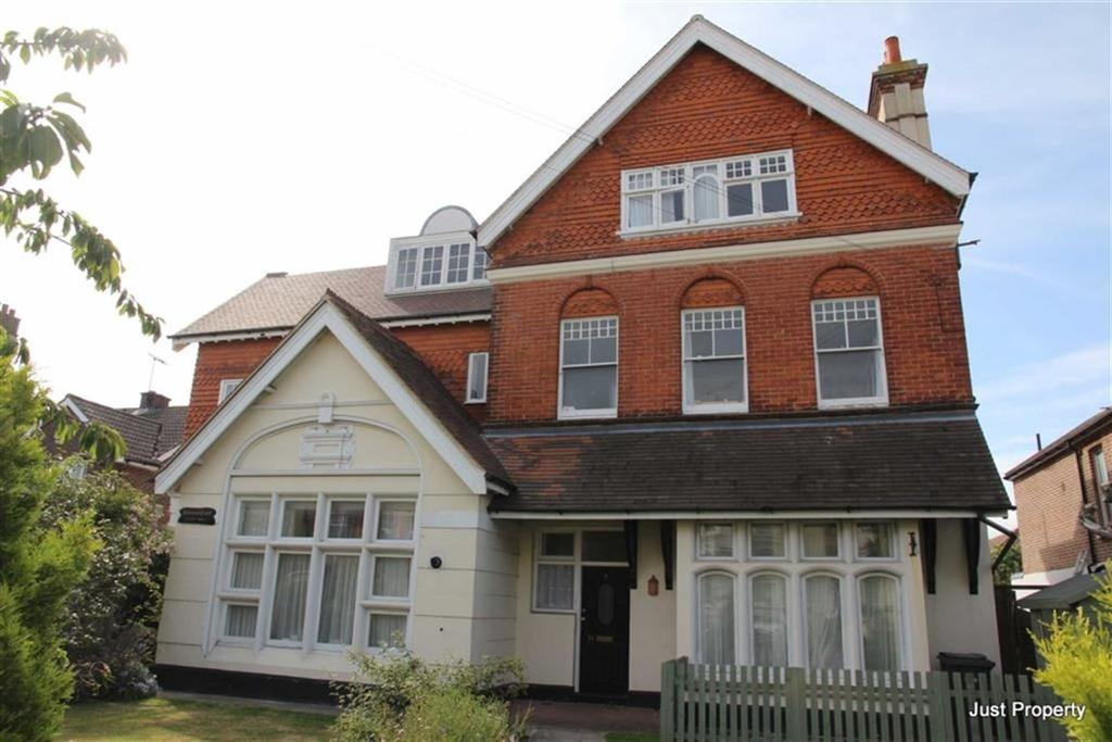 2 Bedrooms Apartment Flat for sale in Sedlescombe Road South, St Leonards On Sea