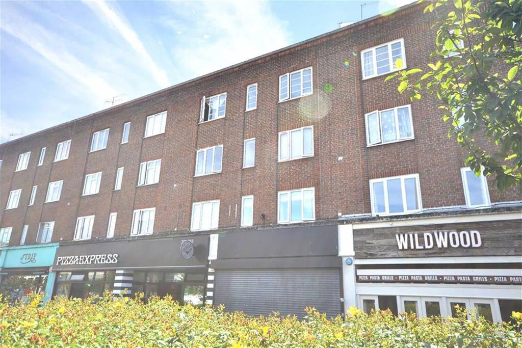 2 Bedrooms Flat for sale in Brooklyn Court, Loughton, Essex
