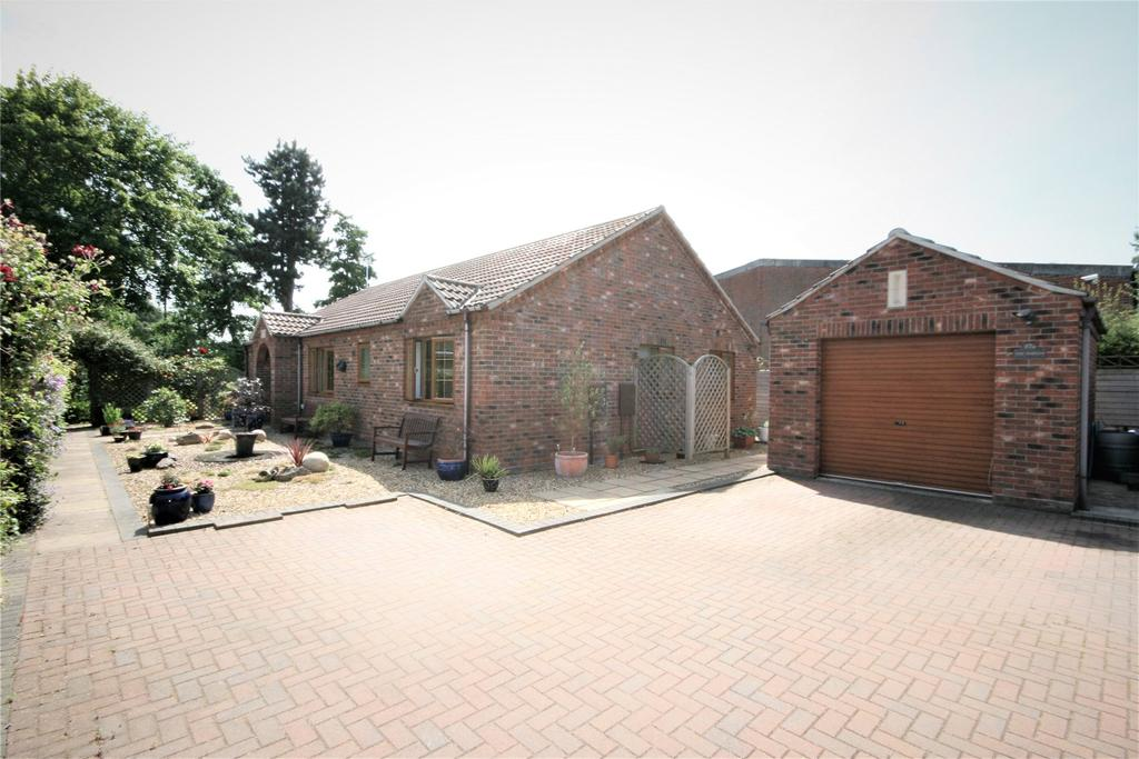 3 Bedrooms Detached Bungalow for sale in Church Lane, Donington, PE11