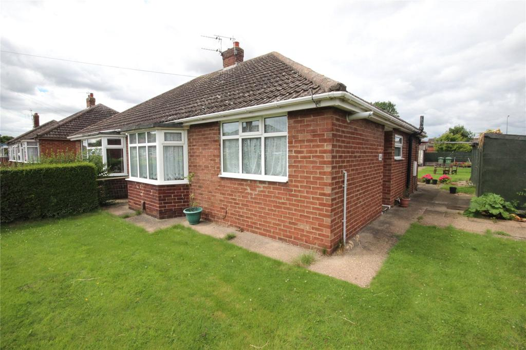 2 Bedrooms Semi Detached Bungalow for sale in Thornton Place, Immingham, DN40