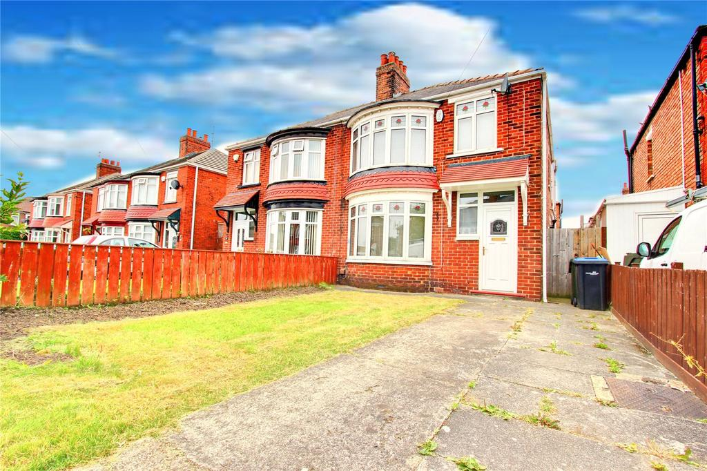 3 Bedrooms Semi Detached House for sale in Lansdowne Road, Longlands