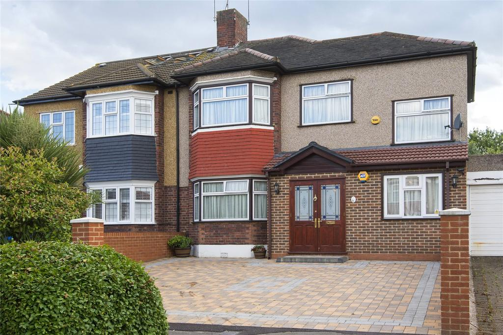 4 Bedrooms Semi Detached House for sale in South View Drive, London, E18