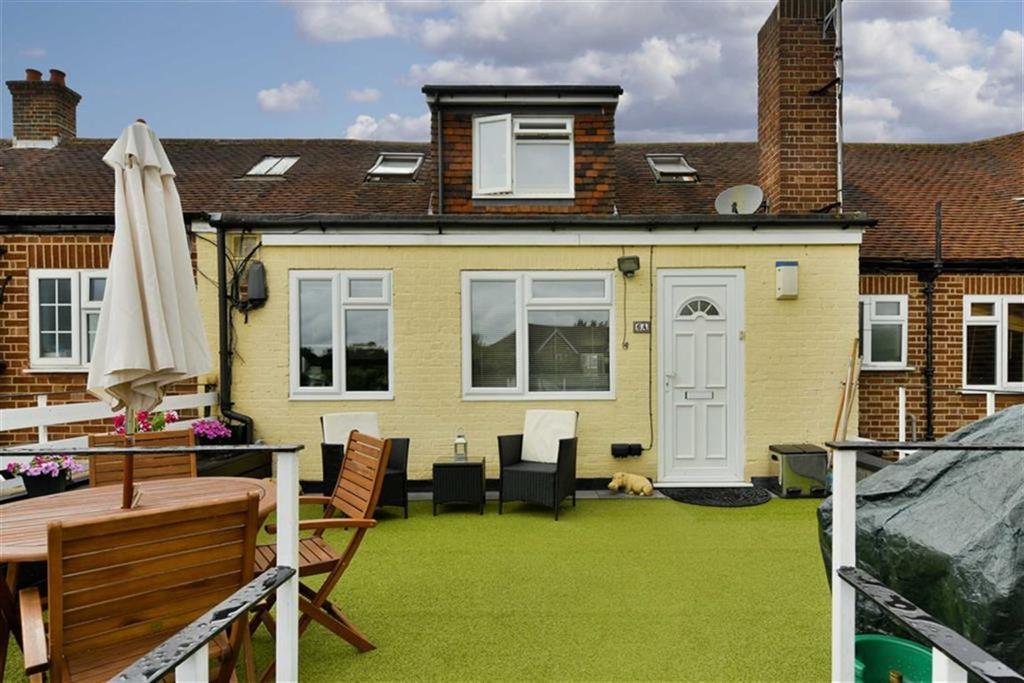 2 Bedrooms Flat for sale in Stoneleigh Park Road, Epsom, Surrey