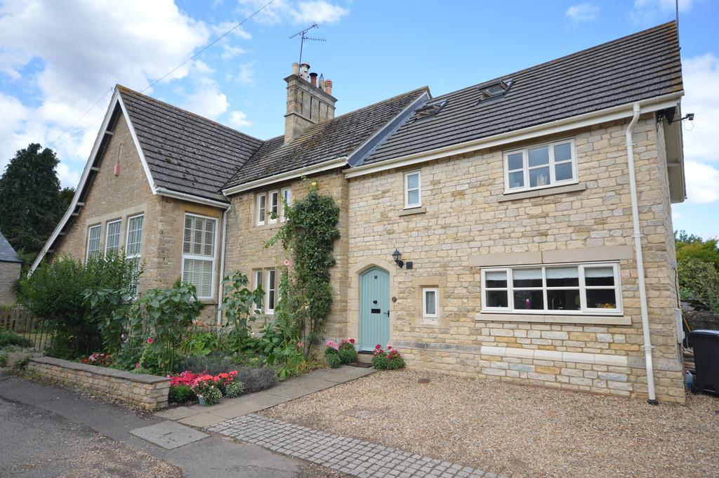 5 Bedrooms Cottage House for sale in Church Street, Woodford