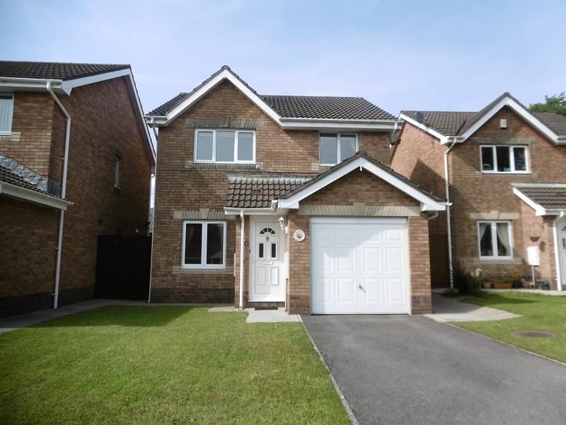3 Bedrooms Detached House for sale in Maes Y Cornel , Rhos, Pontardawe, Swansea.