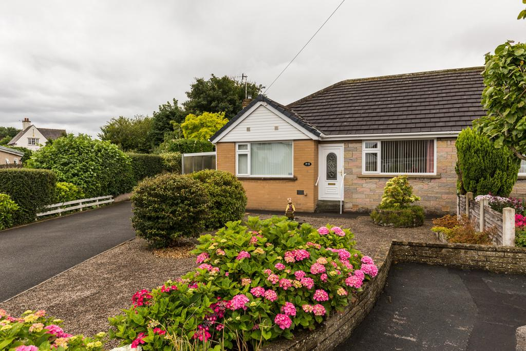 2 Bedrooms Semi Detached Bungalow for sale in 9 Longacre Close, Carnforth, Lancashire, LA5 9EN