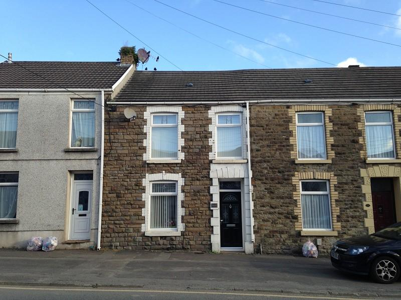 3 Bedrooms Terraced House for sale in Loughor Road, Gorseinon, Swansea.