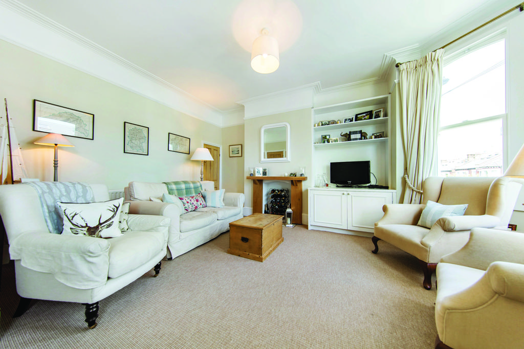 3 Bedrooms Flat for sale in Cromford Road, SW18