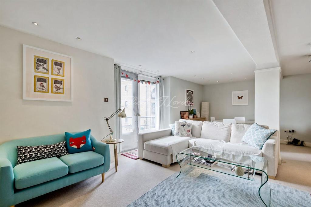 2 Bedrooms Flat for sale in St Saviours Wharf, 8 Shad Thames, SE1