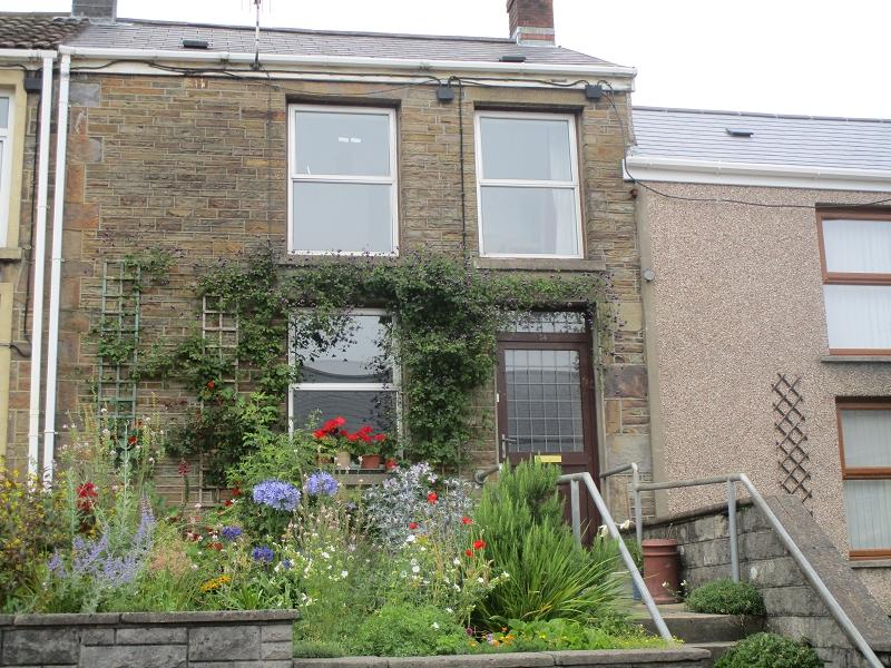 2 Bedrooms Terraced House for sale in Wern Road, Ystalyfera, Swansea, City And County of Swansea.