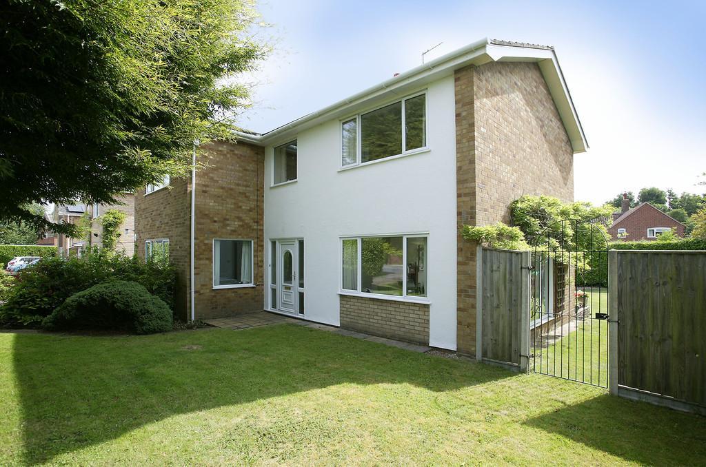 4 Bedrooms Detached House for sale in Henstead Road, Hethersett